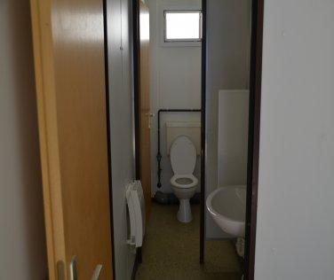 sanit rcontainer 3 0 m mit dusche wc und urinal priemer. Black Bedroom Furniture Sets. Home Design Ideas